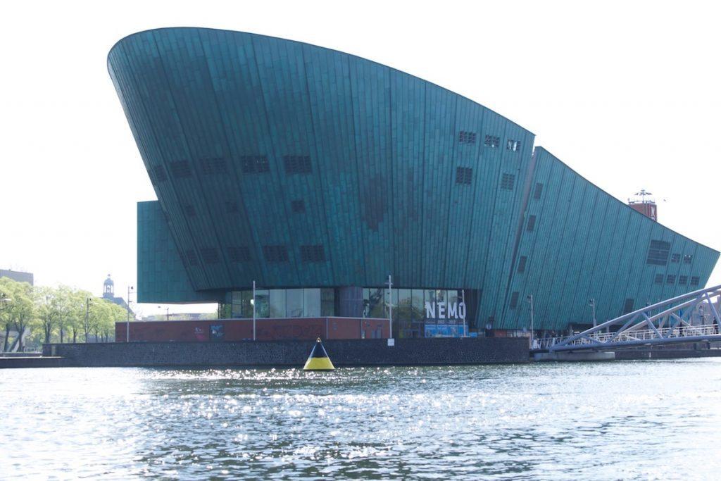 Amsterdam Sehenswürdigkeiten Nemo Science Museum